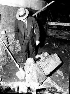 Police Examine The Car Trunk That Held The Remains Of Mildred Seymour Williams In 1942 - Georgia State University Library Archives
