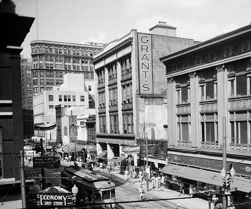 The M. Rich Building in 1942 When It Was A Grant's Department Store - Georgia State University Library