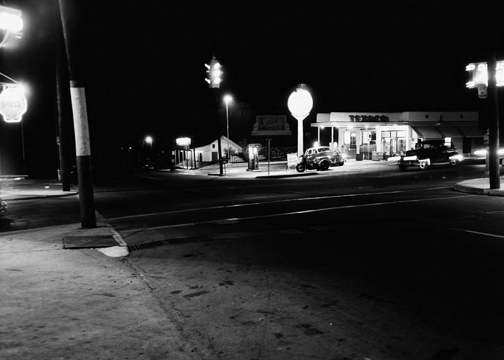 Texaco service station at Piedmont and 10th Street on June 9th, 1948 - Georgia State University Library